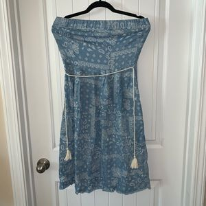 Blue strapless dress with pockets